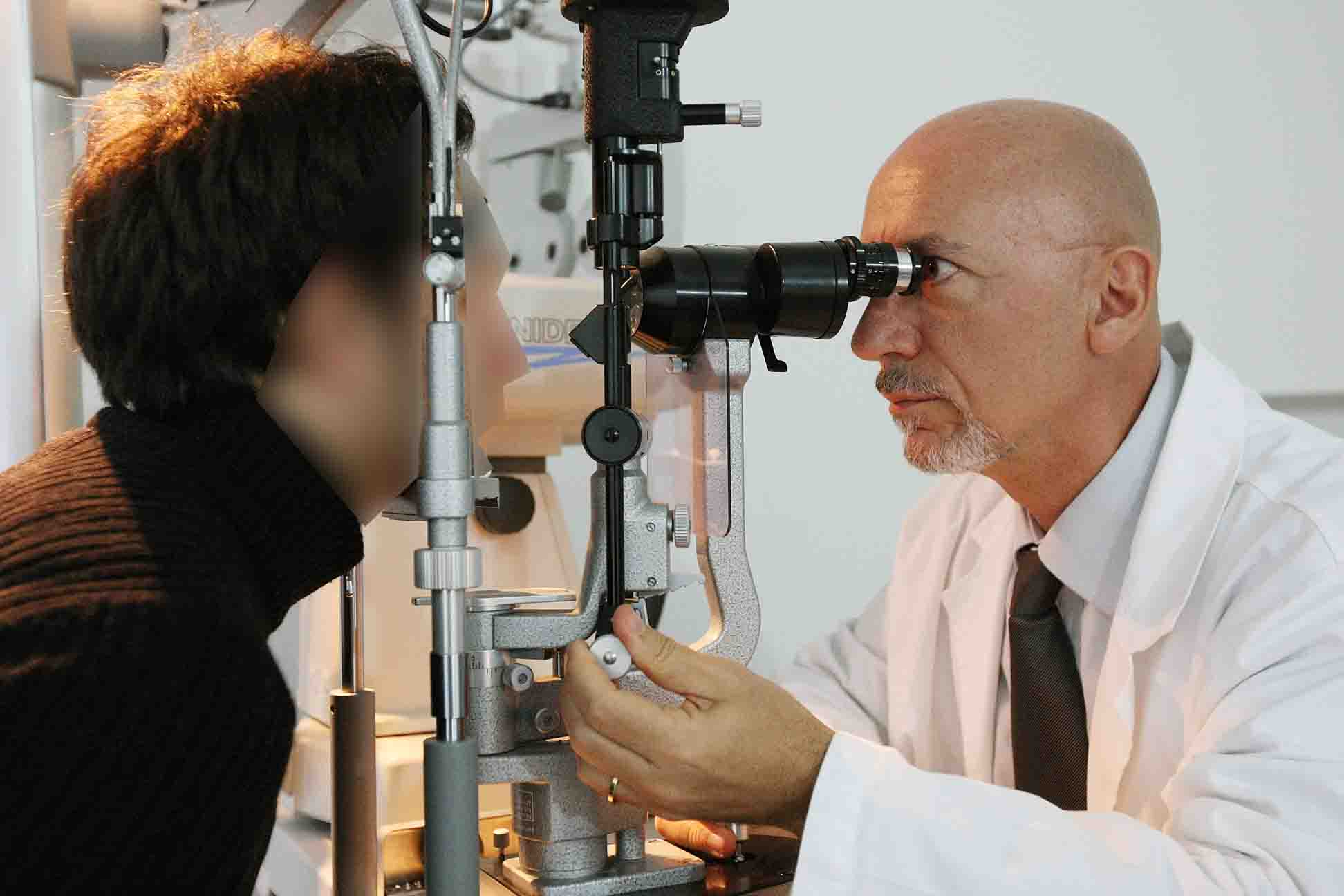 Foto di una misura dello spessore corneale