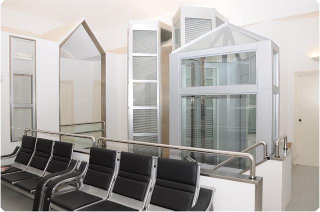 Foto della sala di attesa al piano superiore